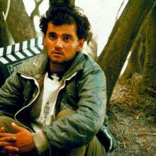 حسین رضایی کشکجانی متولد ۱۳۴۸ در رودبار اولین بار در فیلم «زندگی و دیگر هیچ» (۱۳۷۱) ساخته دیگری از زنده یاد کیارستمی جلوی دوربین رفت و نقش کوتاهی را ایفا کرد.
