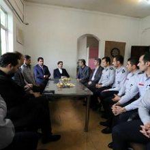 رئیس شورای اسلامی شهر رشت در نخستین روز از سال۹۷با ریاست، معاونین و پرسنل سازمان آتش نشانی شهرداری رشت دیدار و گفت و گو کرد.