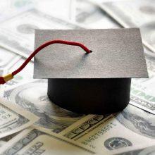 براساس بخشنامه بانک مرکزی در 28 اسفند ماه سال 96 سهمیه ارز دانشجویی به نرخ آزاد محاسبه میشود.