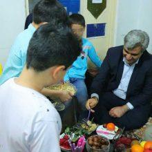 استاندارگیلان شب یلدا را در جمع کودکان بی سرپرست سپری کرد